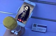 Giá Đỡ Điện Thoại Trên Micro Hát Karaoke