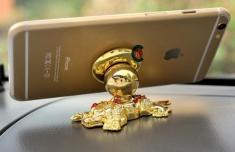 Giá Đỡ Hít Điện Thoại Gắn Xe Hơi Hình Con Cóc Vàng Xoay 360 Độ