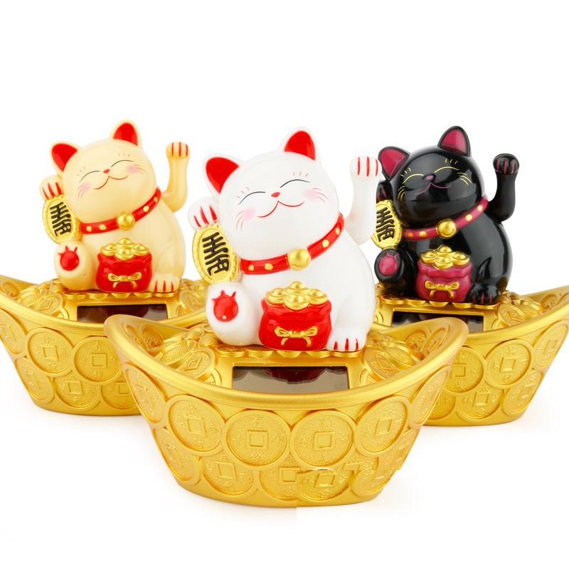 Tượng Mèo Thần Tài May Mắn Ngồi Vẫy Tay Trên Thỏi Vàng