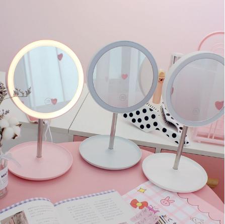 Gương Trang Điểm Để Bàn Có Đèn LED Cảm ứng Xoay 360 Độ Dùng Pin Sạc
