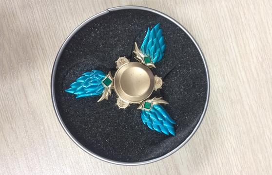 Trò Chơi Con Quay 3 Cánh Lông Vũ Torqbar Hand Spinner