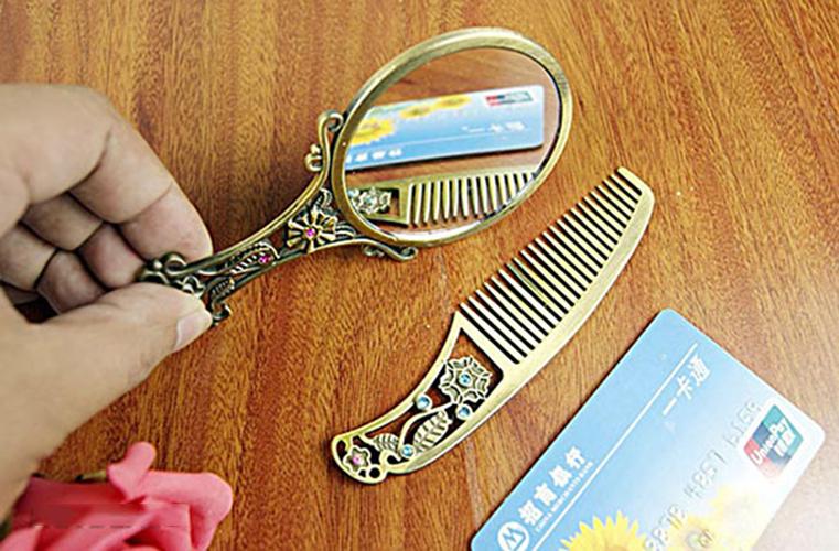 Bộ Gương Và Lược Họa Tiết Cổ Điển Sang Trọng