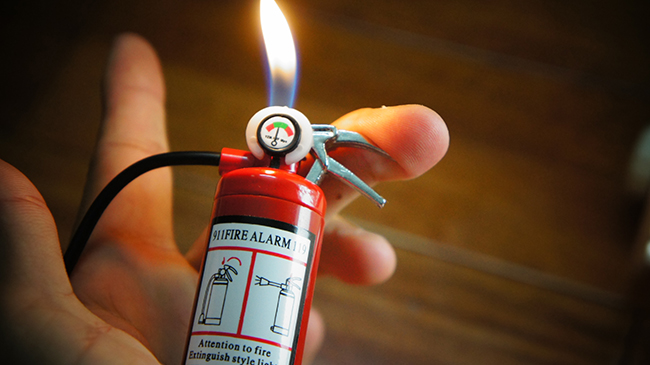 Hộp Quẹt Bật Lửa Bình Chữa Cháy Mini Có Đèn Led